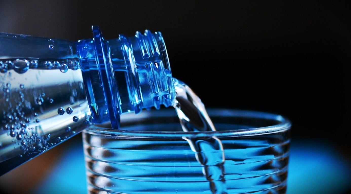 Zdrowy nawyk picia wody.